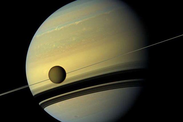 Vita su Titano? C'è una sostanza che può generare cellule aliene sulla luna di Saturno