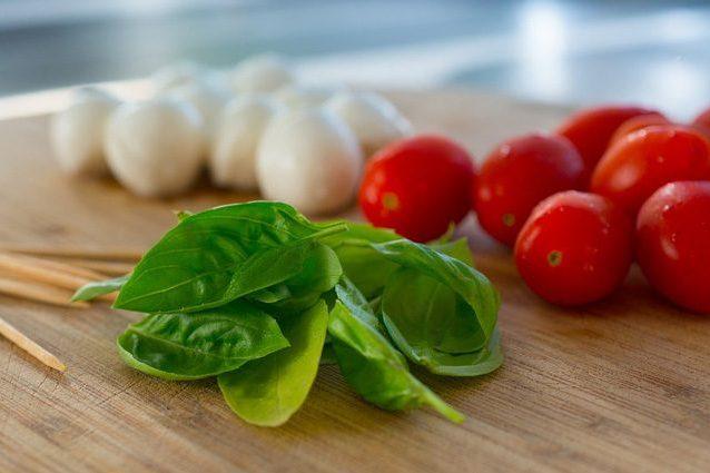 Dieta mediterranea: più spendi per il cibo, meglio stai. Ecco perché