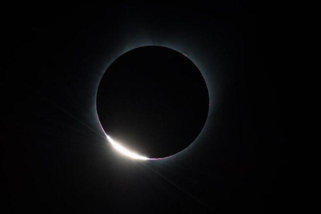 L'eclissi totale di Sole ha emozionato gli USA: le immagini dello spettacolare evento
