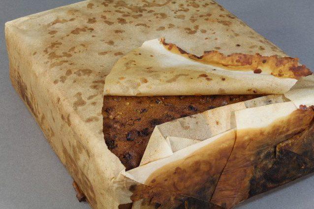 Incredibile scoperta: una torta di 106 anni. E' perfetta e profuma anche