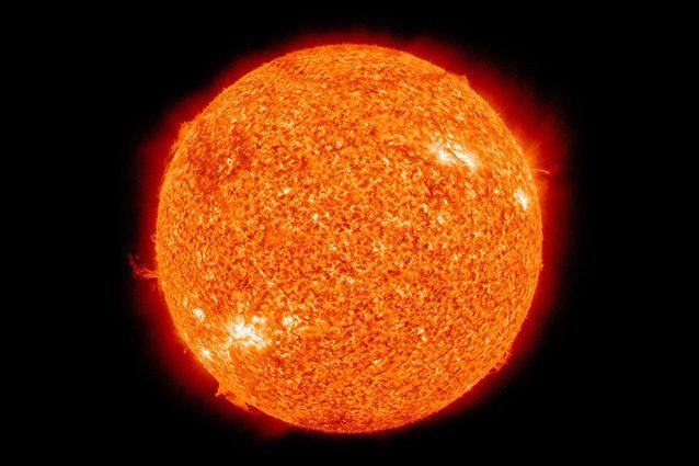 Il nucleo del Sole ruota quattro volte più velocemente della superficie: ecco perché