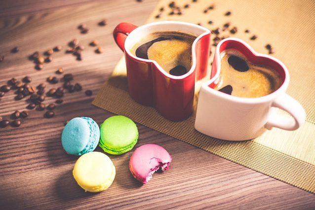 Il caffè fa sentire i sapori più amari e ci fa venire voglia di dolce