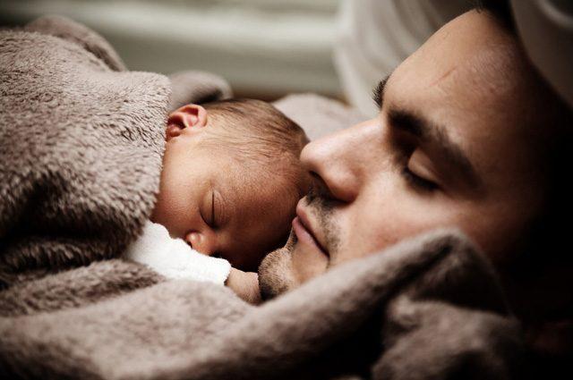 Dormire 8 ore a notte allunga la vita: il sonno riduce il rischio malattie, ecco quali
