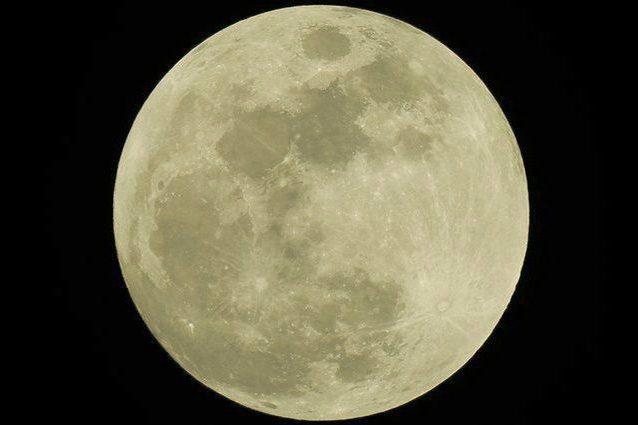 Occhi al cielo per la Luna piena del 'raccolto': quando vederla e perché si chiama così