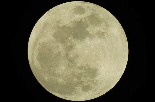 La Luna 'incostante' di Shakespeare confonde gli scienziati: quanto è luminosa?