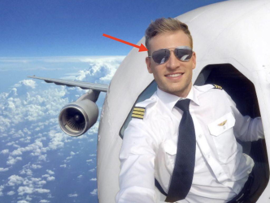 Selfie del pilota ad alta quota ecco il dettaglio che - Si puo portare l ombrello in aereo ...