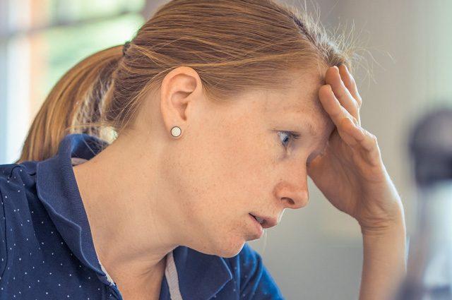Stress: insonnia, dolori e depressione per un lavoratore su 5, è peggio per le donne