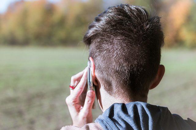 Le emozioni degli altri si capiscono meglio con una telefonata: ecco perché il viso non aiuta