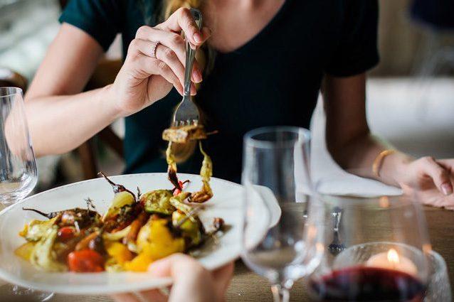 Cosa è meglio mangiare (e cosa no) durante l'emergenza coron