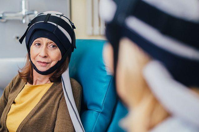 Cancro, contro la caduta dei capelli post chemioterapia arriva a Torino il casco Paxman