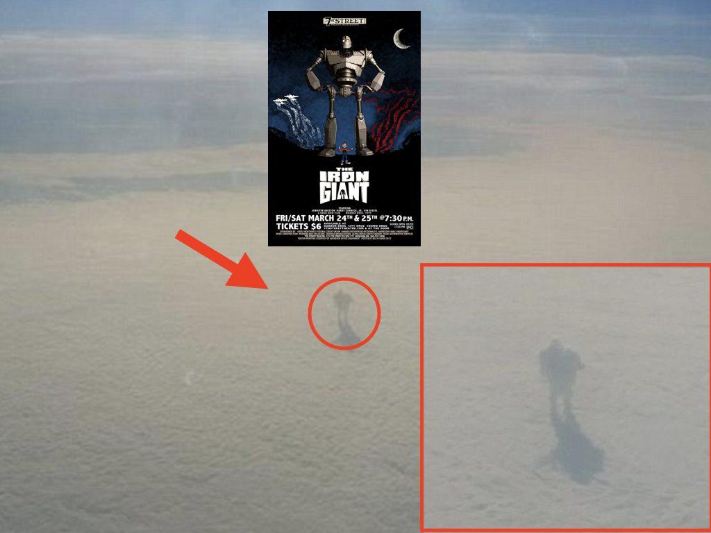 Gigante di ferro tra le nuvole: il passeggero di un aereo scopre la pareidolia