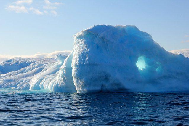 Cambiamenti climatici, in Groenlandia il ghiaccio sciolto non finisce tutto in mare: perché