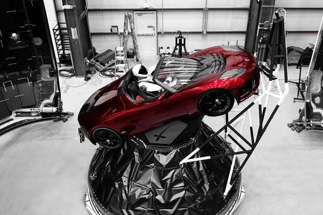 Perché Elon Musk ha spedito una Tesla nello spazio