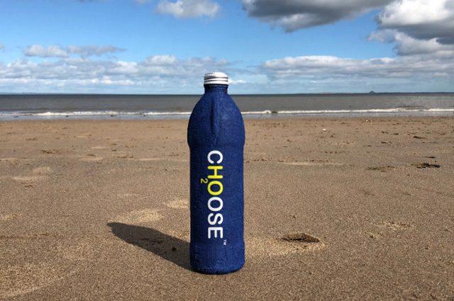 La bottiglia Choose Water si biodegrada in 20 giorni e nutre il terreno: è ecologica al 100%