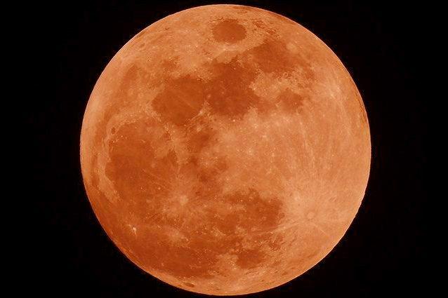 Eclissi da record per la Luna