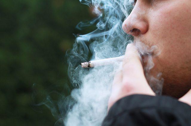 Aumenta il numero di fumatori adolescenti, +50%: scienziati lanciano l'allarme