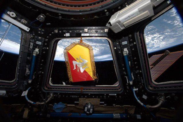 """Lo stemma della Sicilia """"sventola"""" nello spazio: l'omaggio d"""