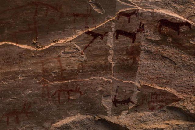 Grotta con 10mila pitture rupestri di migliaia di anni ...