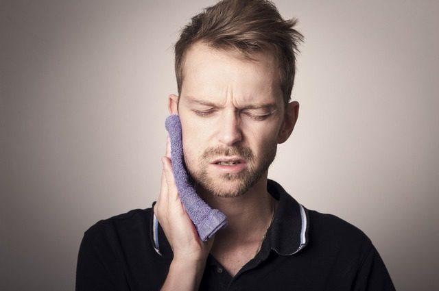 Dolore facciale, ghiandole salivari gonfie e altri problemi orali nei sopravvissuti alla COVID-19