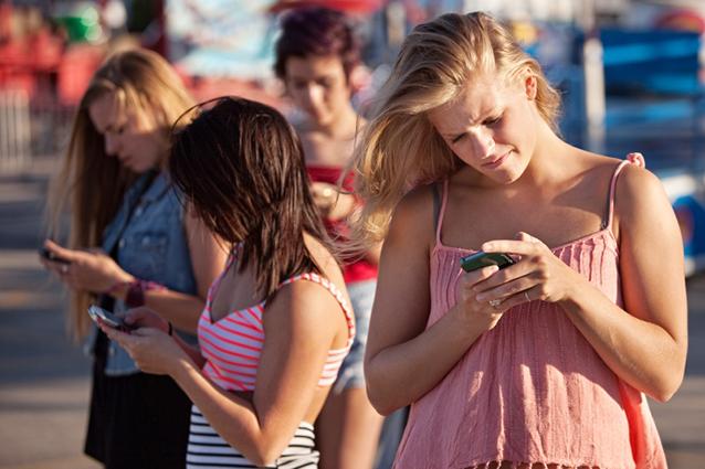 adolescenti-whatsapp-facebook