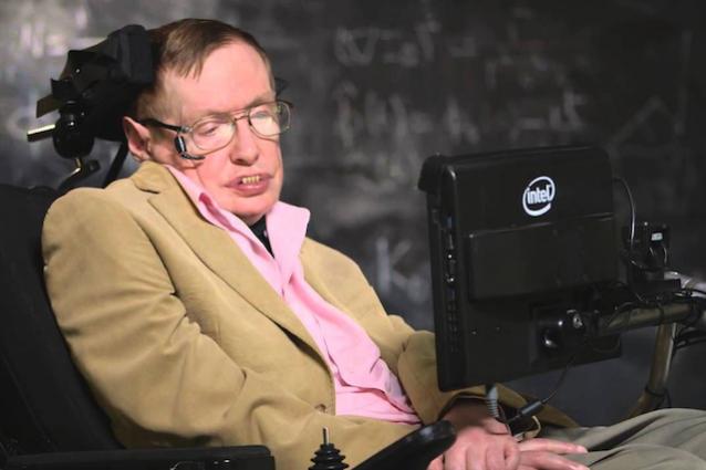 Il sintetizzatore vocale di stephen hawking diventa open for Fisico sedia a rotelle