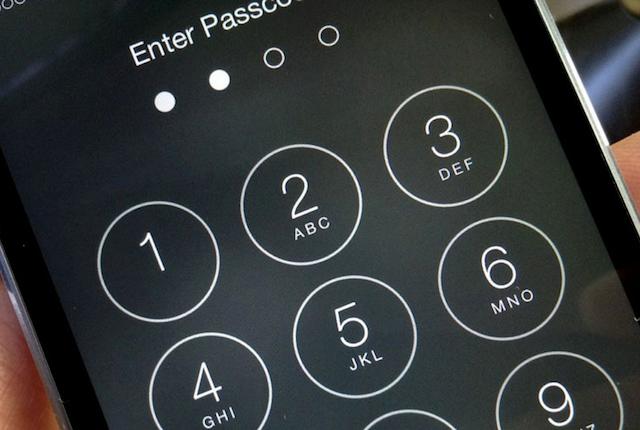Non proteggi lo smartphone con un codice? Ecco cosa rischi