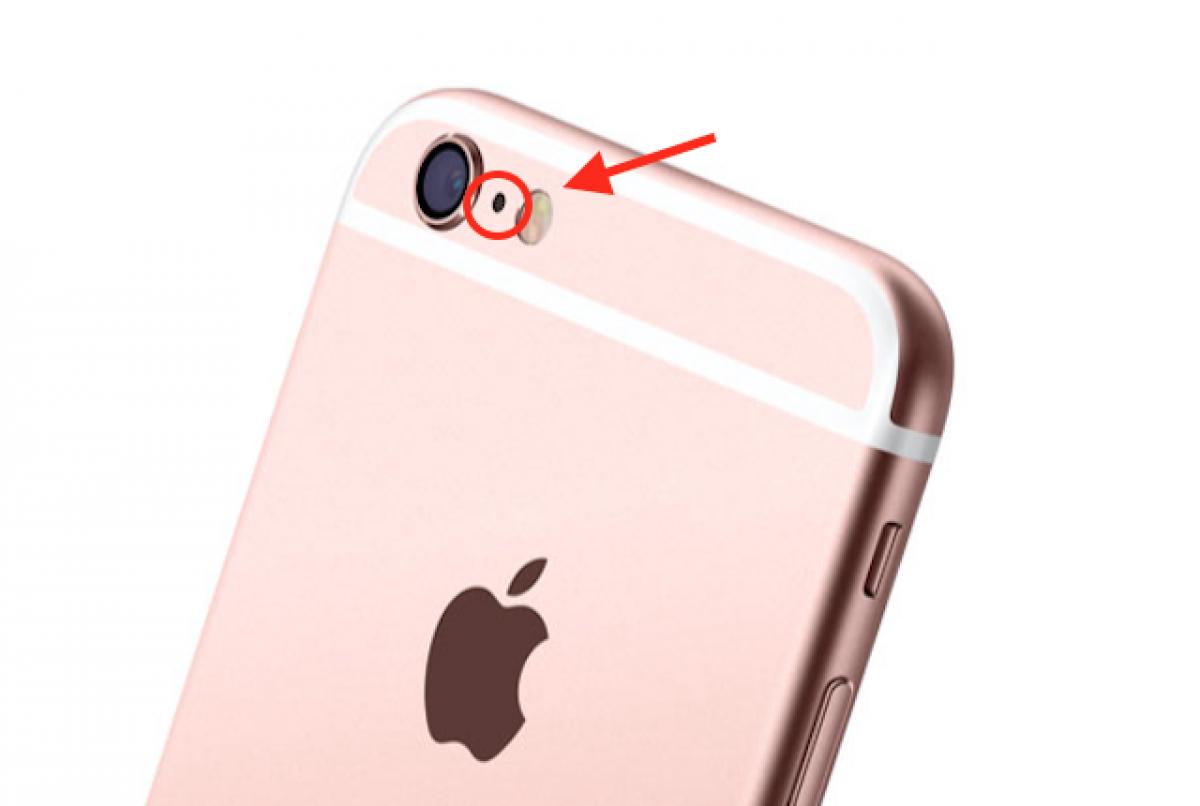 9aef9d36d7c iPhone, ecco a cosa serve il piccolo buco tra la fotocamera e il flash