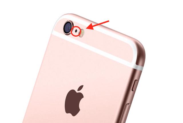 iPhone, ecco a cosa serve il piccolo buco tra la fotocamera e il flash