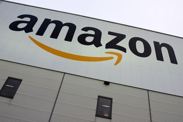"""Israele contro Amazon: """"Bloccate le vendite dei libri negazionisti"""""""