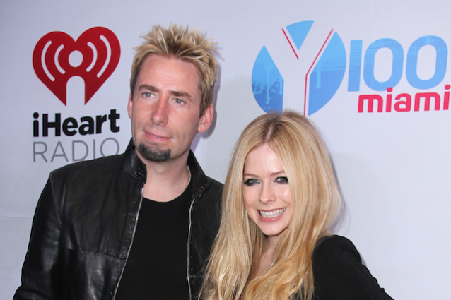 "Avril Lavigne contro Mark Zuckerberg: ""Non fare il bullo con i Nickelback"""