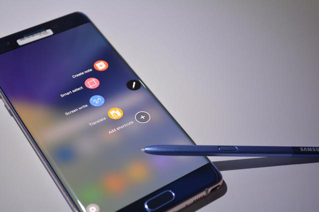 """La rete WiFi si chiama """"Galaxy Note 7"""": panico su un volo diretto a Boston"""