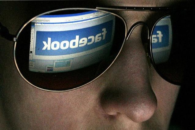 Facebook, chiunque può spiare gli altri utenti: ecco come