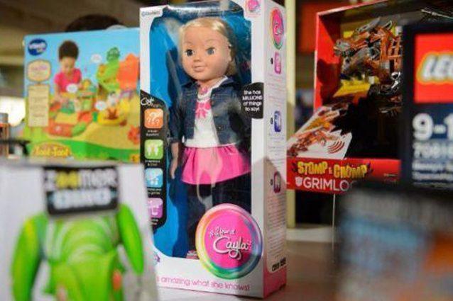 """Germania, le autorità chiedono il ritiro della bambola Cayla: """"Spia i bambini"""""""