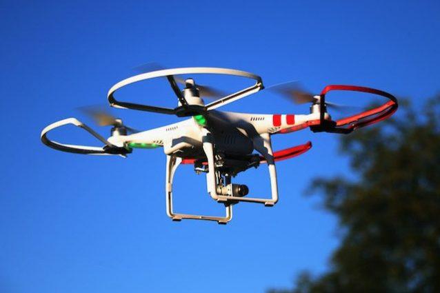 Perde il controllo del drone e ferisce una donna: pilota condannato ad un mese di prigione