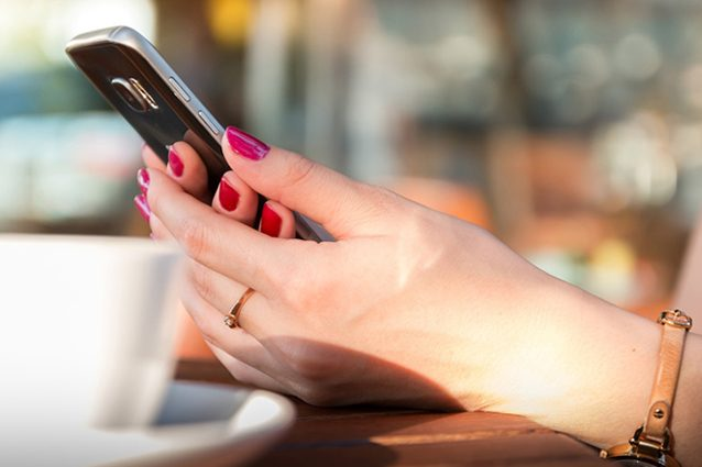 Facebook, sul social network gli utenti perdono la cognizione del tempo