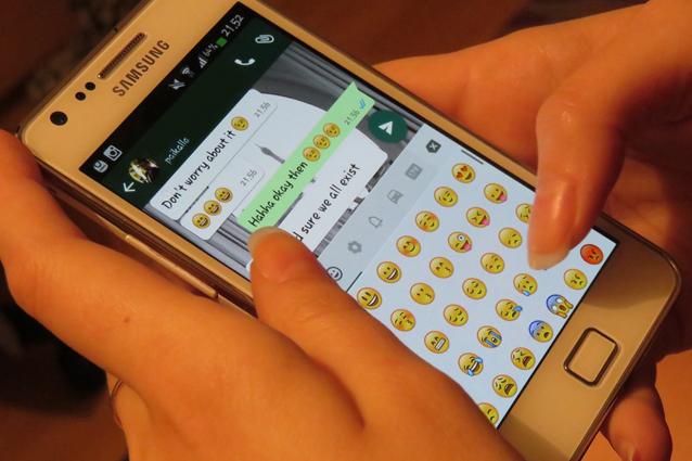 WhatsApp, l'ultima versione beta per Android introduce nuove emoji: tutte le novità