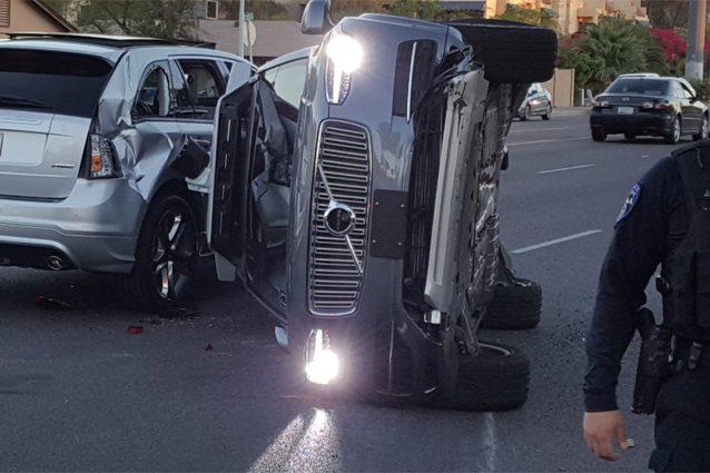 Uber, incidente per un'auto a guida autonoma: la compagnia sospende il progetto