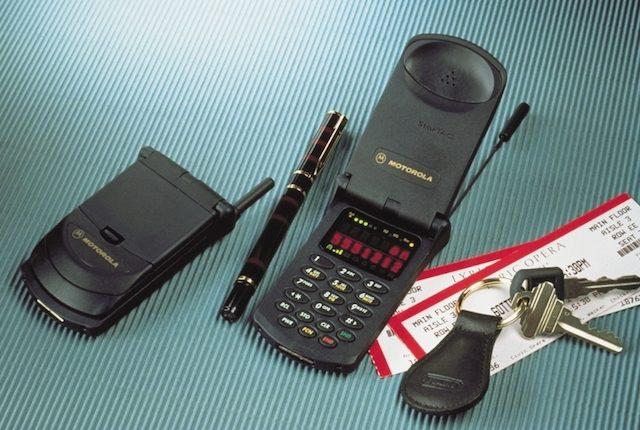 Altro che iPhone X: vi ricordate questo cellulare? Costava 2 milioni di lire