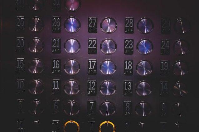 """Ecco perché in tutti gli ascensori c'è la scritta """"OTIS"""""""