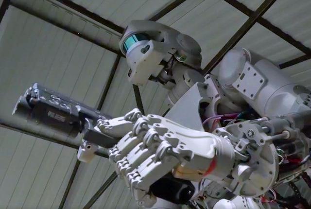 Il vero Terminator è russo, può sparare e andrà nello spazio
