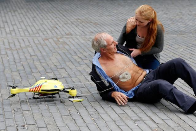 Questo drone con defibrillatore potrebbe salvarti la vita