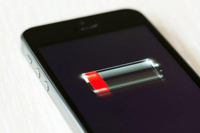 Ecco perché non dovresti caricare lo smartphone mentre dormi