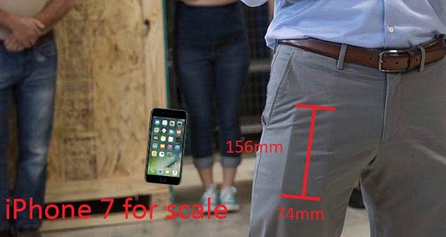 iPhone 8 nella tasca dei pantaloni di Tim Cook