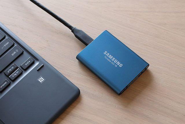 Il Portable SSD T5 di Samsung è grande quanto una carta di credito