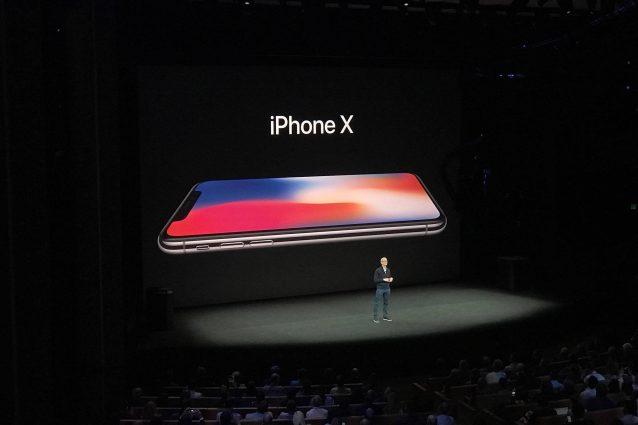Apple presenta il nuovo iPhone X: ecco l'iPhone borderless che si sblocca con il volto