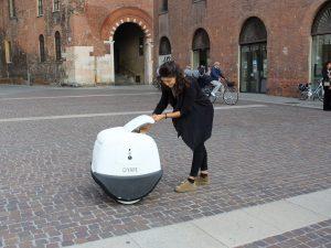 Yape, il robot-postino che gira per le strade di Cremona