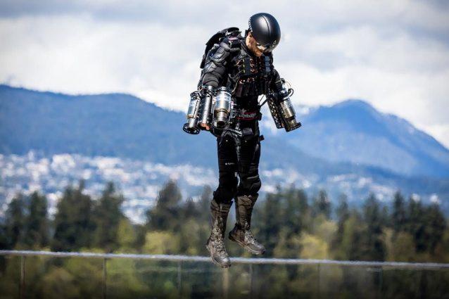 Spende 40 mila sterline per costruire la tuta di Iron Man e volare sulla sua città