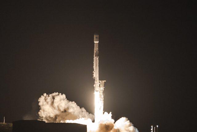 Elon Musk lancia i satelliti per portare internet in tutto il mondo