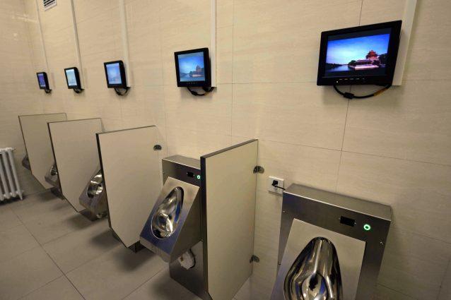 In Cina i bagni pubblici hanno WiFI, bancomat e riconoscimento facciale