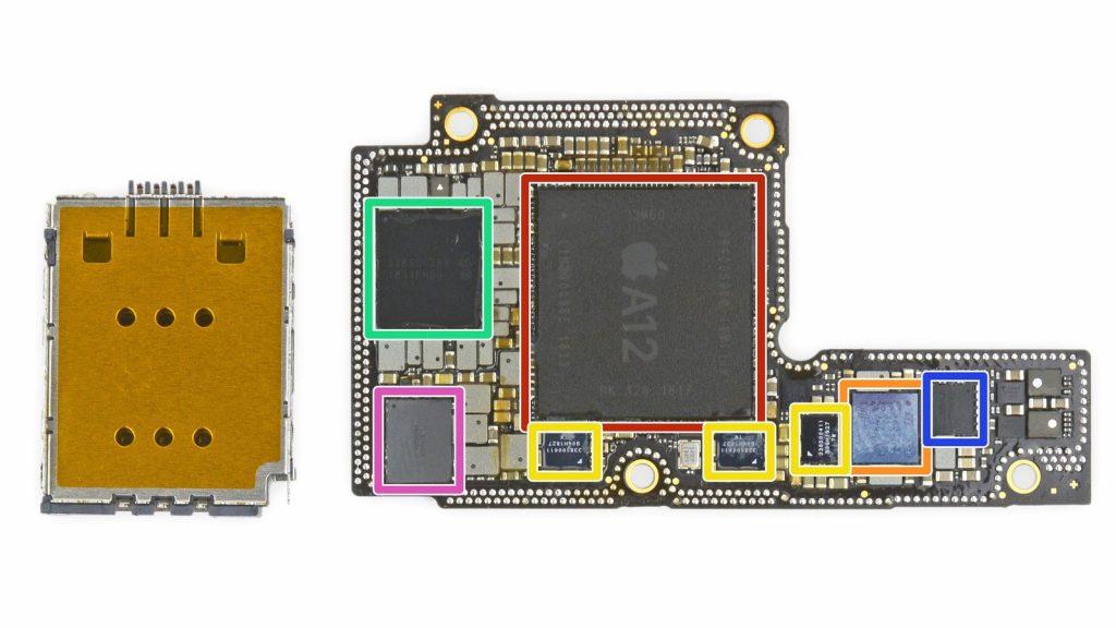 Il processore Apple A12, in rosso (Foto: iFixit)